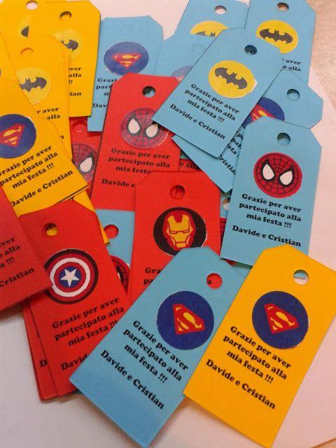 biglietto d'invitocon i Supereroi