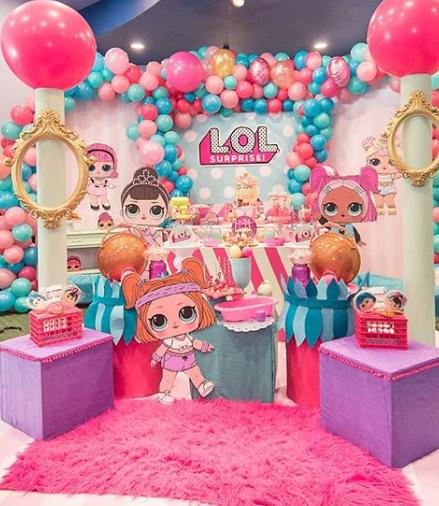 decorazione per la festa di compleanno di bambine a tema bamboline LOL