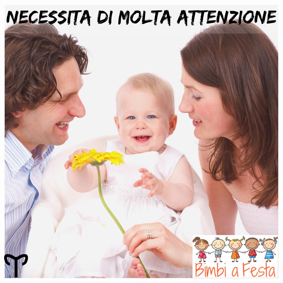 Bambino ariete ha necessità di attenzioni
