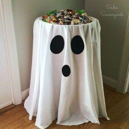 tavolo allestito per la festa Halloween