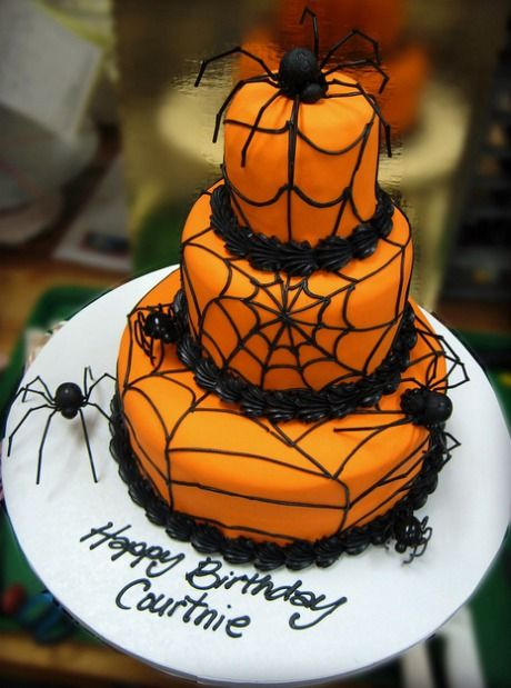 torta di compleanno a tema Halloween