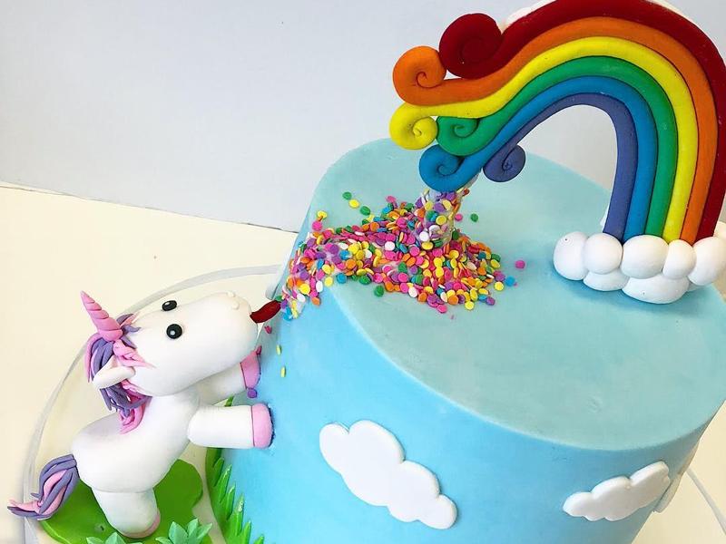 torta di compleanno per bambini a tema Unicorno